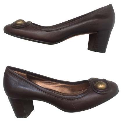 Coach pumps in marrone