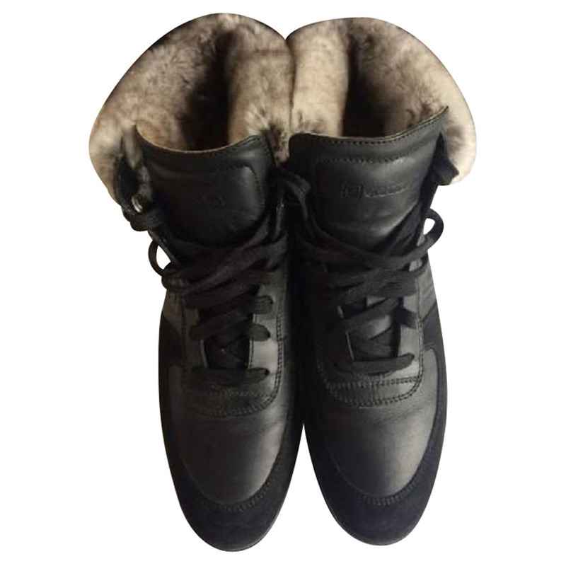 Chanel Sneakers with fur