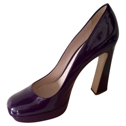 Miu Miu pumps made of lacquered leather