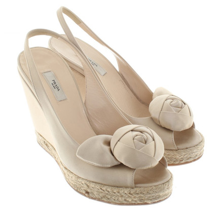Prada Slingback-Wedges in Creme