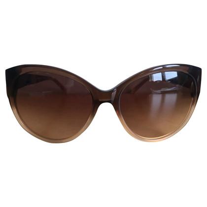 John Galliano Des lunettes de soleil.