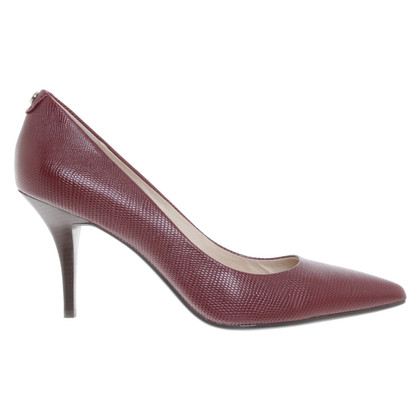 Michael Kors pumps a Bordeaux