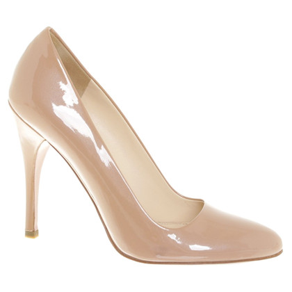 Prada pumps in patent leather