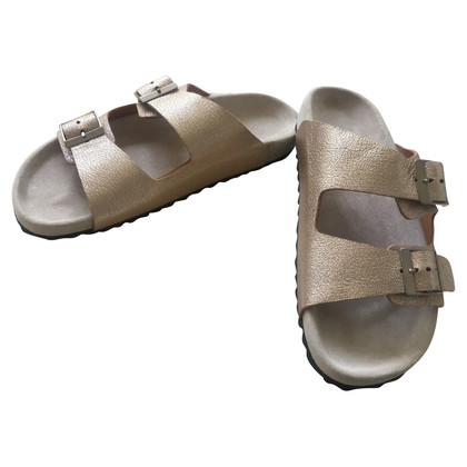 Closed Golden sandals