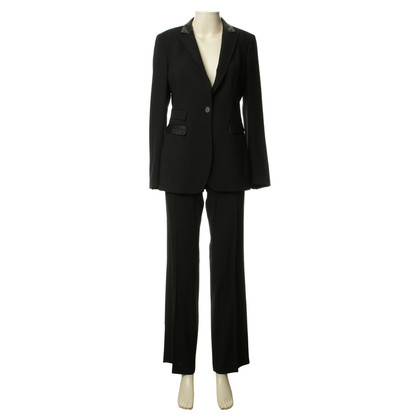 Nusco An elegant trouser suit in black
