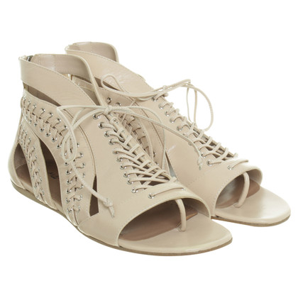 Alaïa Lace-Up Sandalen in Nude