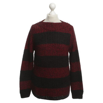 Closed Knit sweater with stripes