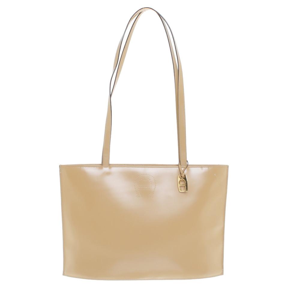 aigner schultertasche in beige second hand aigner schultertasche in beige gebraucht kaufen f r. Black Bedroom Furniture Sets. Home Design Ideas
