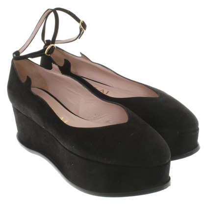 Aperlai Leather Wedges in zwart