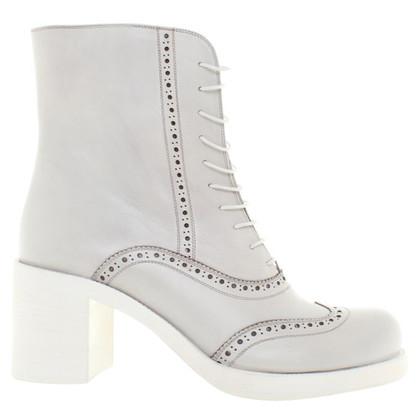 Miu Miu Boots in Grau
