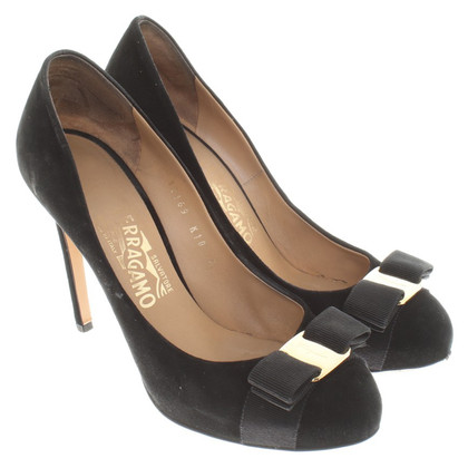 Salvatore Ferragamo Suede pumps in black