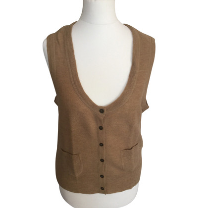 Closed gilet