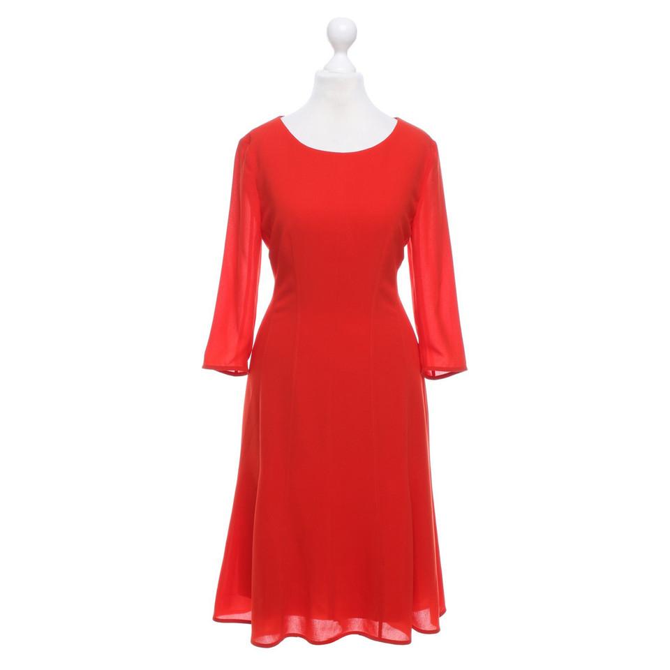 hugo boss robe en rouge acheter hugo boss robe en rouge second hand d 39 occasion pour 65 00. Black Bedroom Furniture Sets. Home Design Ideas