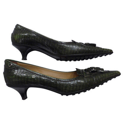 Car Shoe pumps with crocodile embossing