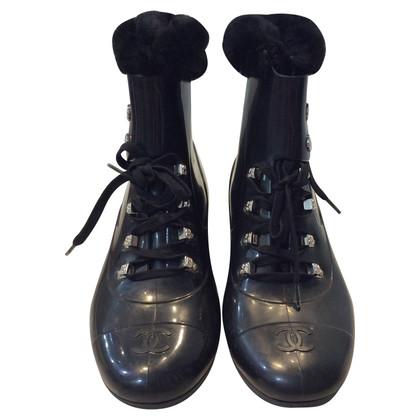 Chanel Stivali di gomma con pelliccia