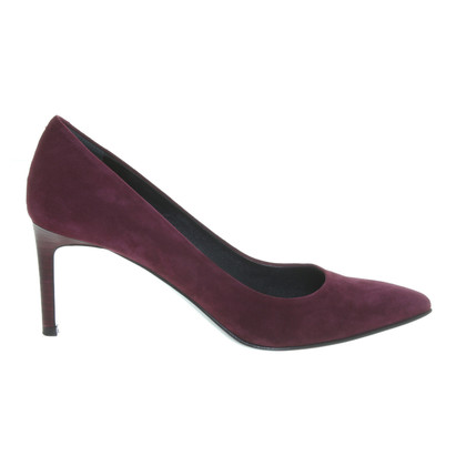 Hugo Boss pumps a Bordeaux