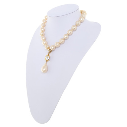 Chanel Pearl necklace with pendant
