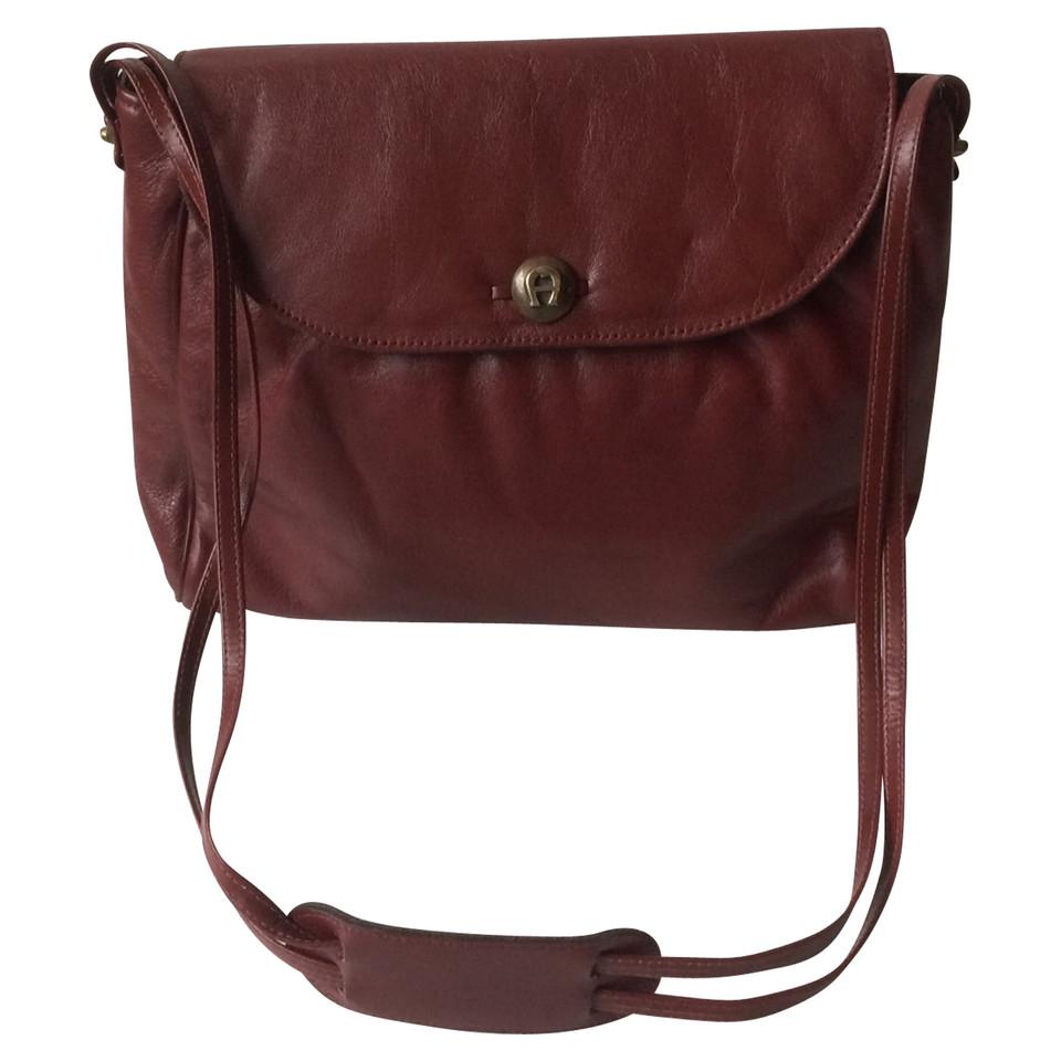 aigner handtasche second hand aigner handtasche gebraucht kaufen f r 59 00 2461647. Black Bedroom Furniture Sets. Home Design Ideas