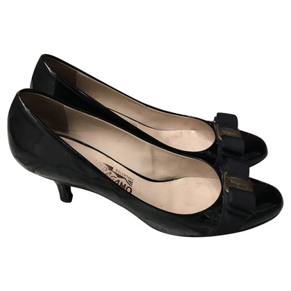 Salvatore Ferragamo pumps in zwart