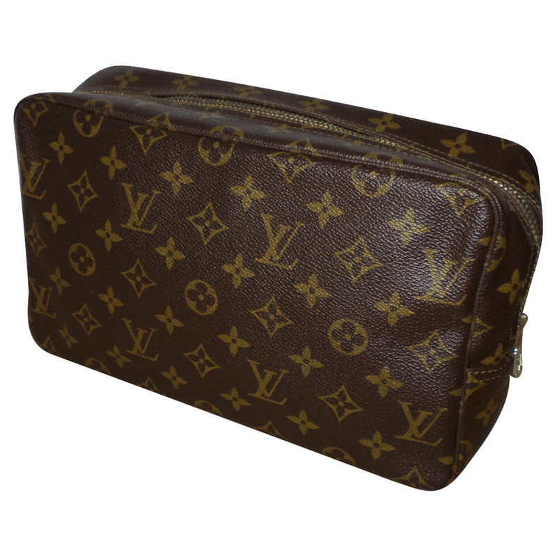 louis vuitton toiletry bag in monogram of canvas buy second hand louis vuitton toiletry bag in. Black Bedroom Furniture Sets. Home Design Ideas