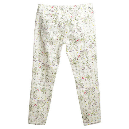 Closed trousers with floral pattern