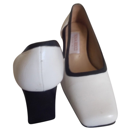 Nina Ricci pumps in black and white