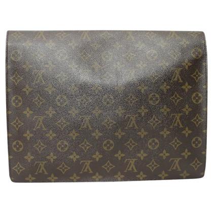 Louis Vuitton Maxi Pochette