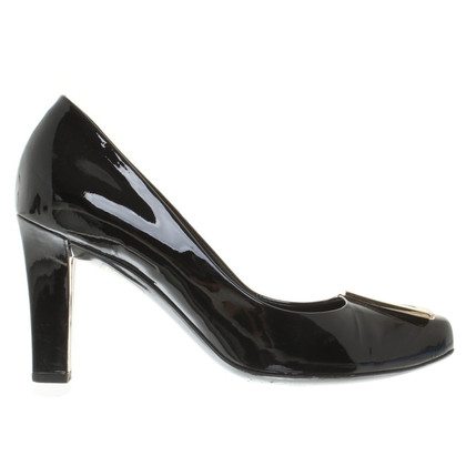 Gucci pumps made of lacquered leather