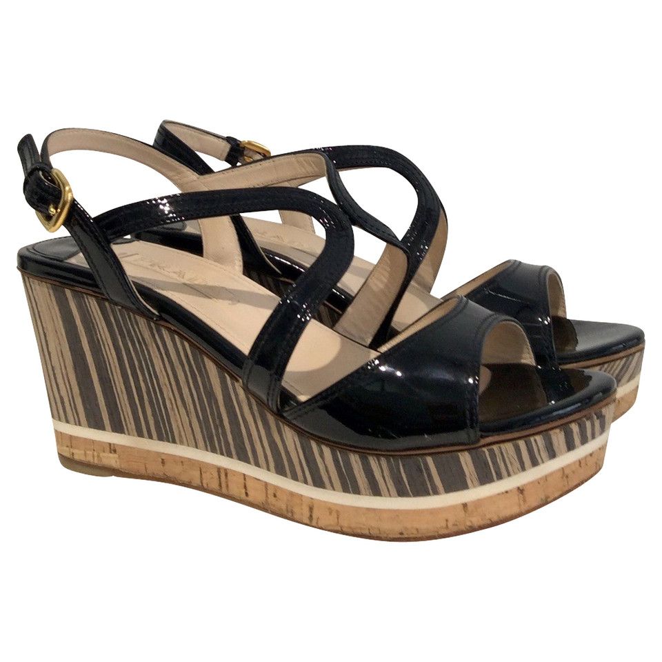 prada sandalen mit wedge absatz second hand prada sandalen mit wedge absatz gebraucht kaufen. Black Bedroom Furniture Sets. Home Design Ideas