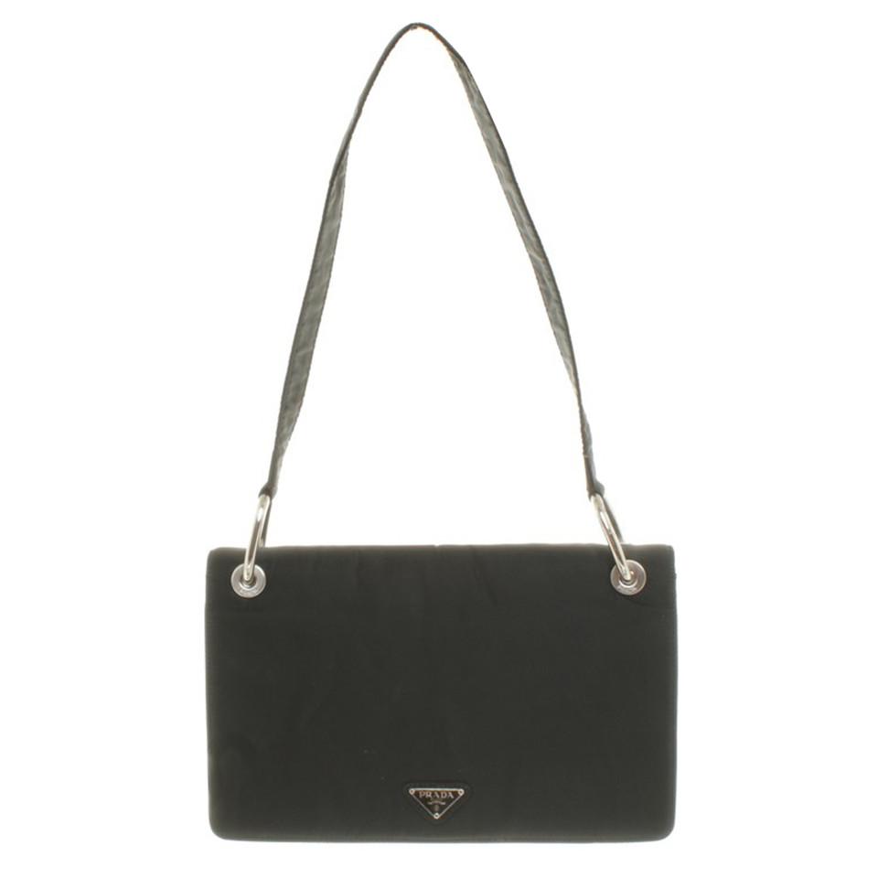 prada handtasche in schwarz second hand prada handtasche in schwarz gebraucht kaufen f r 200. Black Bedroom Furniture Sets. Home Design Ideas