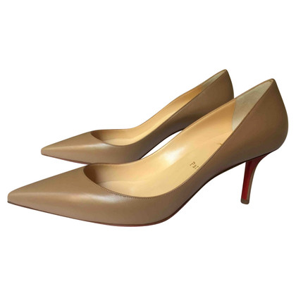 Christian Louboutin pumps in beige