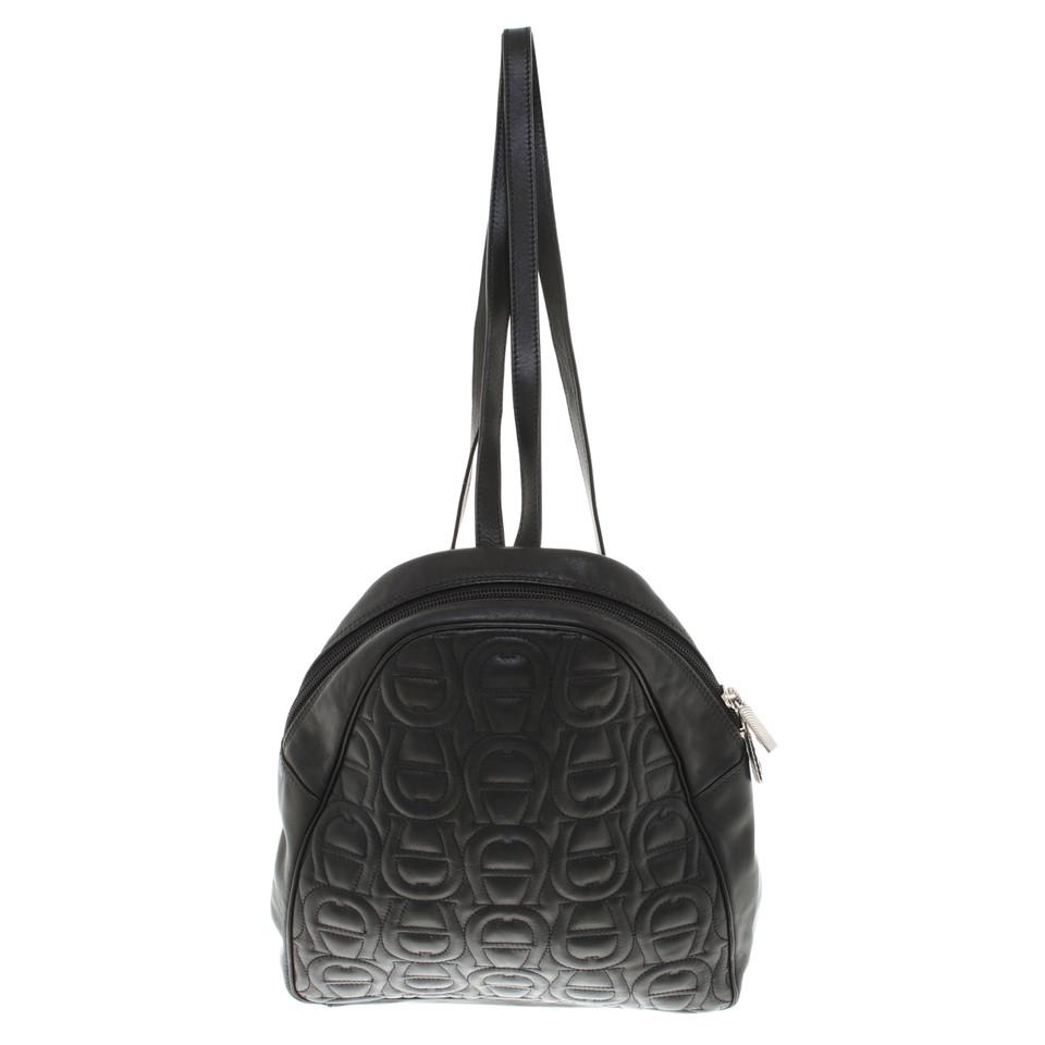 aigner rucksack in schwarz second hand aigner rucksack in schwarz gebraucht kaufen f r 173 00. Black Bedroom Furniture Sets. Home Design Ideas