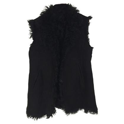 Closed fur vest