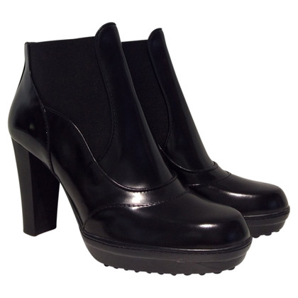 Tod's Patent leather ankle boots