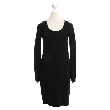 Closed Simple dress in black