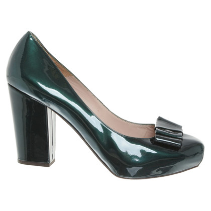 Pura Lopez Patent Leather Pumps in verde