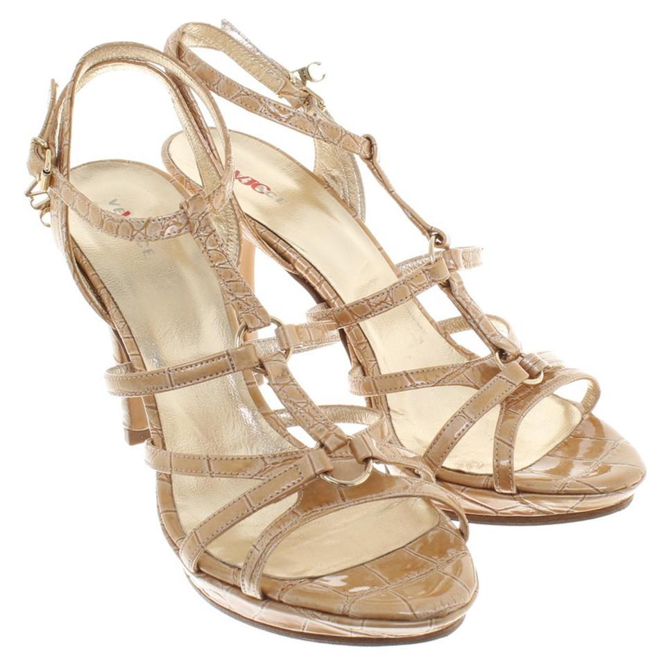 versace goldfarbene sandaletten second hand versace goldfarbene sandaletten gebraucht kaufen. Black Bedroom Furniture Sets. Home Design Ideas