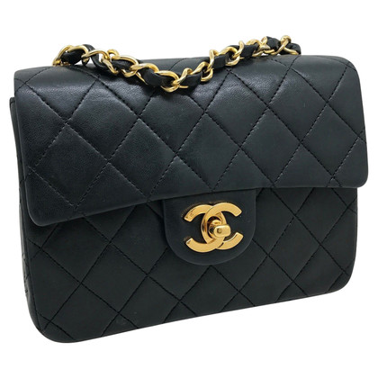 Chanel classic mini leather in black leather