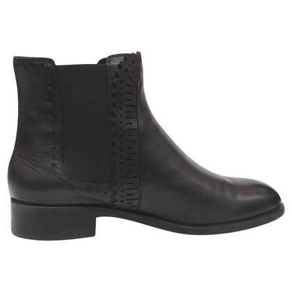 Tod's Ankle boots with detail