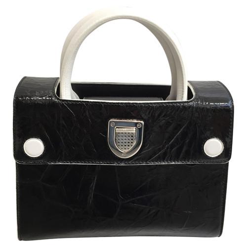 79198bfe78 Christian Dior Borsa a tracolla in Pelle verniciata in Nero - Second ...