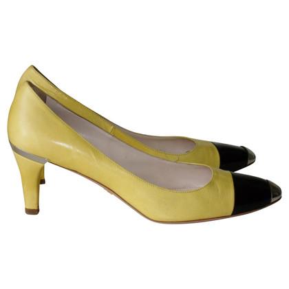 Prada pumps in yellow/black