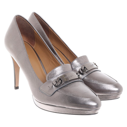 Coach pumps made of leather