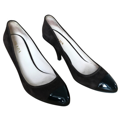 Prada pumps with patent leather lace