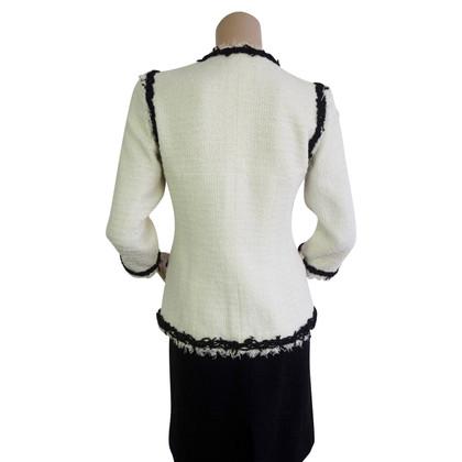 Chanel White bouclé blazer