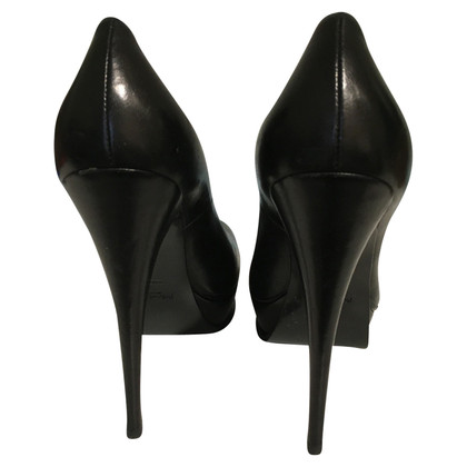 Yves Saint Laurent High Heels in zwart