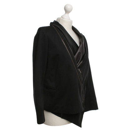 Elisabeth and James Blazer in Schwarz