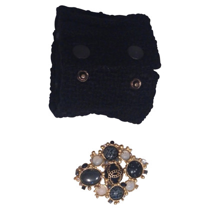 Chanel Tweed cuff with a detachable brooch