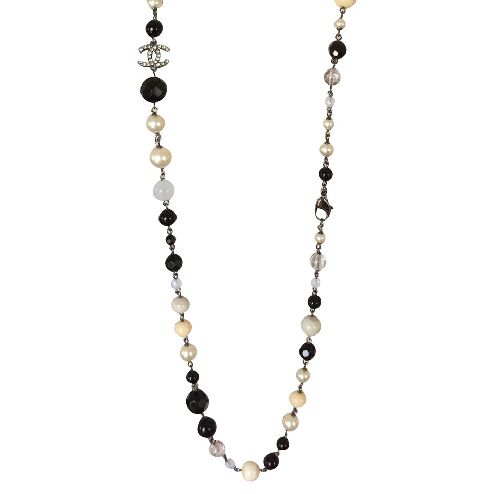 chanel necklace. chanel necklace with pearls