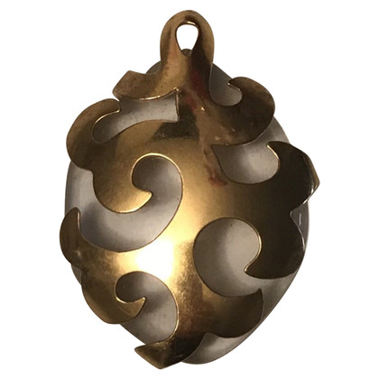 Yves Saint Laurent Pendentif en métal doré