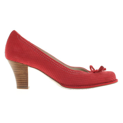 Clarks Wild leather pumps in red